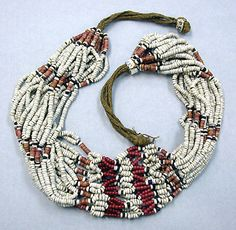 Vanuatu, Banks or Aoba Islands | Necklace from late 19th to early 20th century | Glass beads, shell beads and fiber.