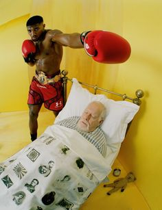 "Peter Blake e Anthony Joshua em ""The Creative Review"" da Vogue UK de 100 anos, por Tim Walker."