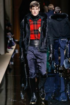 See the complete Balmain Fall 2016 Menswear collection. Moda Stivali  Autunnale 55c430c6346