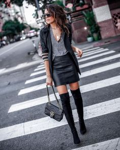 Black Leather Skirt Outfits, Black Leather Mini Skirt, Business Casual Outfits For Work, Leder Outfits, Rock Chic, Looks Style, Fashion Looks, Style Fashion, Fashion Sets