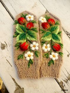 Embroidery On Clothes, Silk Ribbon Embroidery, Embroidery Stitches, Hand Embroidery, Crochet Mittens, Knitted Gloves, Knitting Accessories, Knitting Stitches, Sewing Crafts