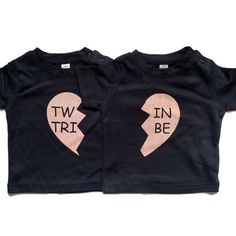 Funny Twin cotton t-shirt in black perfect Baby shower gift | Etsy #twins #twinsclothes #heart #twintshirt #babyclothes #cakesmash #cakesmashclothes #childrensclothes