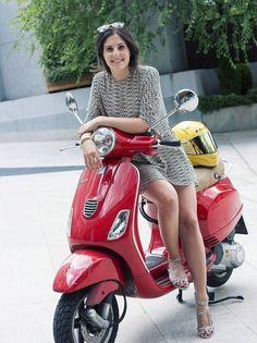 Scooter and Vespa Girls Pangels Best Mix Red Vespa, Vespa Bike, Motos Vespa, Piaggio Vespa, Scooter Motorcycle, Motorbike Girl, Vespa Lambretta, Vespa Scooters, Triumph Motorcycles