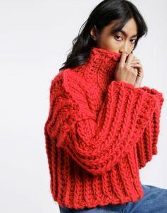 Crochet idea – hate this pattern but like the chunky stitch. – Heart of Mine Jum… Crochet idea – hate this pattern but like the chunky stitch. – Heart of Mine Jumper Knitwear Fashion, Knit Fashion, Knitting Yarn, Hand Knitting, Knitting Designs, Knitting Patterns, Wooly Jumper, Jumper Patterns, Mode Shoes