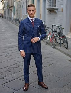 Italian suit The Italian suit is probably the most classic suit there is. Elegance is the keyword. It is a slim and very stylish suit, with a sleek silhouette, made of lighter material and containing higher gorge lines and less overall padding. Italian style can be further divided into Neapolitan, Milanese and Roman style, but we will tell you about those in a subsequent article.