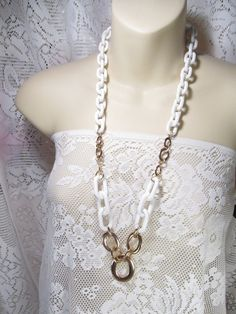 Fun and Funky vintage 1980's white acrylic chain link gold toned metal necklace.