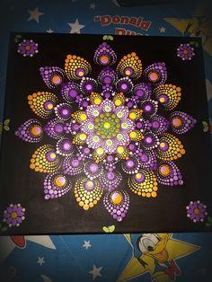 Mandala Canvas, Mandala Dots, Mandala Design, Dot Art Painting, Mandala Painting, Stone Painting, Stone Crafts, Rock Crafts, Beaded Crafts