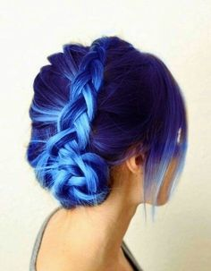 Blue hairstyles are all the rage now. Girls/women love experimenting with different hues like light to dark blue hair color in different haircuts. Cute Hair Colors, Beautiful Hair Color, Hair Color Blue, Hair Dye Colors, Cool Hair Color, Purple Hair, Ombre Hair, Purple Braids, Blonde Hair