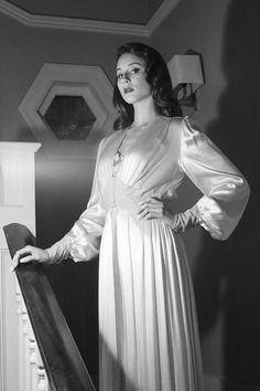 troian-in-a-lauren-bacall-inspired-nightgown.jpg (666×1000)