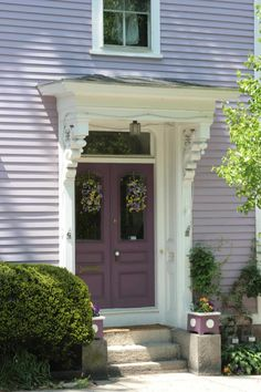 house color ideas, with a purple door Exterior Paint Colors For House, Paint Colors For Home, Exterior Colors, Exterior Design, Cottage Homes, Cottage Style, Cottage Design, Lavender Cottage, Cottage Exterior