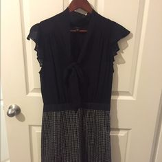 Banana republic size 8 dress Cute banana republic dress! Worn once and in great condition! Size 8 zips on side. Obo Banana Republic Dresses Midi