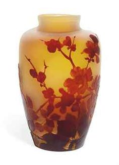 A GALLÉ CASED CAMEO GLASS VASE  CIRCA 1900