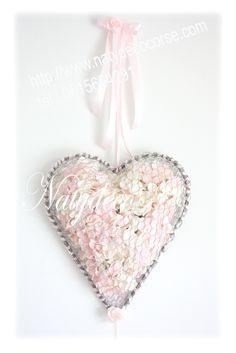 """Nouvelle création en hommage à toutes les personnes qui nous ont quittés """"coeur rempli d hortensia rose poudre et blanc"""" sur commande http://www.natydecocorse.com"""