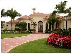 Mediterranean Home love the front of the house! Florida Landscaping, Front Yard Landscaping, Landscaping Company, Landscaping Design, Villa, Mediterranean Homes Exterior, Mediterranean Decor, Tuscan Homes, Tuscan Style