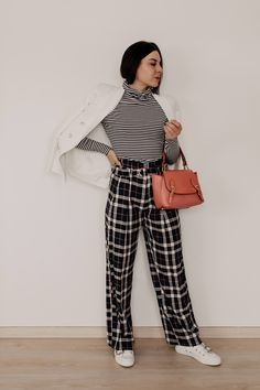 enthält unbeauftragte Werbung // karierte hose kombinieren, lookbook 2019, karo hose kombinieren, outfit mit karo hose, outfit mit karierter hose, Alltagsoutfit, outfit ideen für jeden tag, Büro Outfit, stylische outfits, Outfit inspirationen, outfits zusammenstellen leicht gemacht, outfits zusammenstellen, karierte stoffhose, www.whoismocca.com #lookbook #modetrends #styling #kariert #checked #modetrends2019 #outfits #alltagsoutfits Casual Chic Outfits, Hijab Casual, Tomboy Outfits, Ootd Hijab, Fashion Weeks, Outfit Zusammenstellen, Outfit Des Tages, German Fashion, Fashion Group