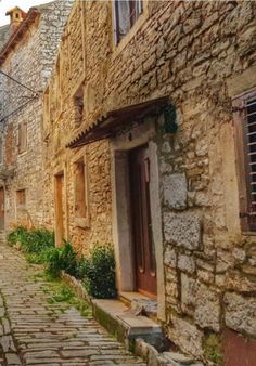 Croatia Travel Blog: Astonishing beauty and color lies in Istria. Let me show you the secrets of this idyllic region. Click to find out more!