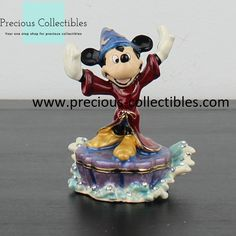 A magnificent jewelry box from Mickey Mouse as the sorcerer's aprentice. For more information check out the extended gallery at our collectibles webshop. Mickey Mouse Jewelry, Favorite Cartoon Character, Looney Tunes, Cartoon Characters, Walt Disney, Jewelry Box, Christmas Ornaments, Holiday Decor, Gallery