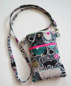 DIY: Pussukka tuplavetoketjulla - Punatukka ja kaksi karhua Sewing Hacks, Sewing Tutorials, Sewing Patterns, Pouch Bag, Pouches, Fabric Bags, Sewing Accessories, Diy Fashion, Printing On Fabric