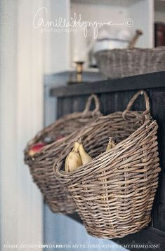 so clever.hanging baskets in the kitchen. I'm thinking kitchen, pantry, bath, mudroom/entry, bedroom (Maybe some hanging baskets in the space in the kitchen? Kitchen Redo, Rustic Kitchen, Country Kitchen, New Kitchen, Kitchen Remodel, Kitchen Dining, Kitchen Pantry, Kitchen Counters, Kitchen Baskets