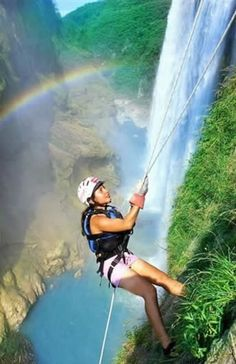 Rappelling, Tamul Waterfall, San Luis Potosi, Mexico | Milaviainter Travel Where do I sign up for this at??