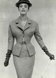 Vedette du printempsL'Officiel #373, 1953Photographer: Philippe PottierChristian Dior, Spring 1953 #EasyNip