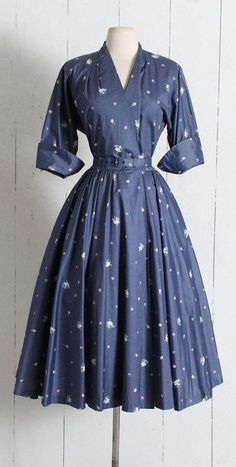 Your place to buy and sell all things handmade Vintage Dress vintage ballerina tiny dancer Source by bebikko Kleider Pretty Outfits, Pretty Dresses, Beautiful Outfits, Cute Outfits, Vintage 1950s Dresses, Vintage Outfits, Vintage Clothing, 1950s Fashion, Vintage Fashion