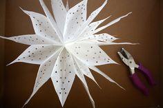 Im letzten Advent habe ich die wunderschönen und dabei mega einfachen Sterne aus Butterbrottüten entdeckt. Kennst du sie noch nicht? Dann zeige ich dir di