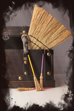 1000 images about vintage straw brooms on pinterest - Escobas de palma ...