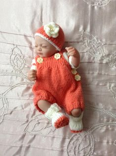 Hand knitted dolls clothes to fit 10 doll/reborn baby