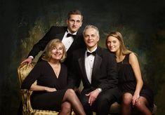 Group Portraits, Studio Family Portraits Poses, Family Portrait Sessions, Couples Families