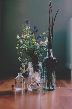 A bouquet of flowers Wild Flowers, Beautiful Flowers, Cut Flowers, Fresh Flowers, Purple Flowers, Flowers Wallpaper, Green Wallpaper, Vase Transparent, Bouquet Champetre