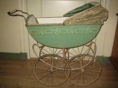Antiek poppenwagentje BRENNABOR