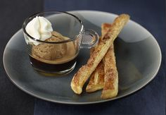 Café Liegeois y palitos de canela