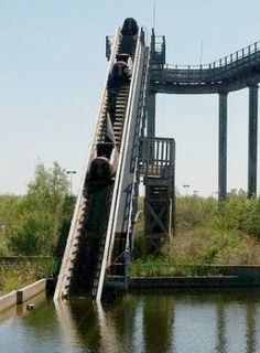 Welcome to Action Park: The World's Most Dangerous Amusement Park in New Jersey. Learn about how many injuries happened in the park. Abandoned Water Parks, Abandoned Theme Parks, Abandoned Amusement Parks, Abandoned Mansions, Abandoned Buildings, Abandoned Places, Abandoned Cars, Abandoned Castles, Six Flags New Orleans