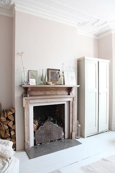 a victorian in queen's park, blush pink interior, light mauve, light pink, pantone almost mauve Mauve Living Room, New Living Room, Home Living, Living Spaces, Pantone, Cafe Interior, Interior Design, Bay Window Living Room, Shabby Chic Homes