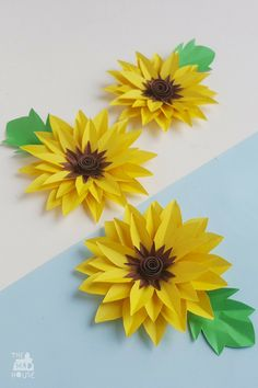 I love this time of year when the sunflowers all looking glorious in the garden and standingproud. So why not take inspiration from them to make some beautiful paper sunflowers. They look fabulous on cards or if you take a straw on the back you can have a bunch of sunflowers for a vase or give as a gift. Sunflower Crafts, How To Make Sunflower, Sunflower Room, Paper Flower Decor, Flower Decorations, Sunflower Bulletin Board, Paper Sunflowers, Nursing Home Crafts, Giant Flowers