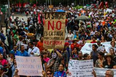 El conflicto educativo en México reformas escritas con... - La Primera Piedra