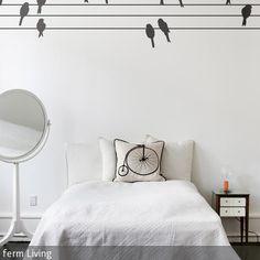 """Das Wandtattoo mit Vogelmotiv """"POWERBIRDS"""" von Ferm Living ist eine dekorative Alternative zu einem üblichen Wallsticker. Die einzelnen Vögel und Drähte…"""
