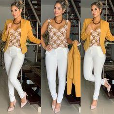"BLAZER $$ 159.000 BLUSA ""moda brasil "" $$ 149.000 PANTALÓN $$ 139.000 STILETTOS $$ 155.000 HORARIO DE TEMPORADA  LUNES A SÁBADO  DE 9:30 AM… Casual Work Outfits, Business Casual Outfits, Classy Outfits, Casual Wear, Look Office, White Jeans Outfit, Dress Outfits, Fashion Outfits, Mode Jeans"