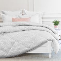 Color your cloud 9 with our cozy and comforter grey and white printed comforter set. Grey Comforter King, Down Comforter, Comforter Sets, Duvet, Goose Down Pillows, Luxury Sheets, Neutral Bedding, Gray Bedroom, Master Bedroom