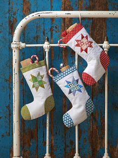 Diy Christmas Stocking Pattern, Quilted Christmas Stockings, Christmas Applique, Applique Templates Free, Christmas Makes, Christmas Decor, Christmas Ideas, Xmas, Diy Stockings