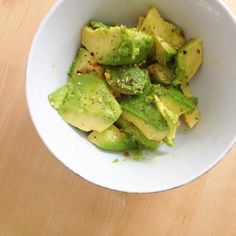 Tested out if I could avocados today because they contain lectins and can induce histamine. I ate half drizzled with olive oil salt and pepper. I got the tiniest bit of brain fog but couldn't tell if that was from before or not. 30 min later I'm ok! Even if a food has lectins or induces histamine each body is unique and reacts differently so test it out for yourself. #paleo #lowhistamine #lectinfree #glutenfree #brainfog #foodtest #allergytest #avocado #snack #healthy #whole30…