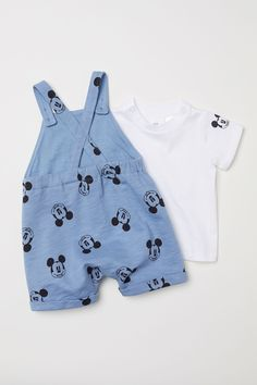 Bib Overalls and T-shirt - Light blue/Mickey Mouse - Kids Baby Boy Clothes Hipster, Disney Baby Clothes, Cute Baby Clothes, Disney Outfits, Baby Disney, Boys Summer Outfits, Summer Boy, Baby Boy Outfits, Kids Outfits