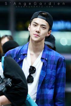 세 룬 Sehun Incheon airport to Changsha 140903 Sehun Hot, Exo Korea, Rapper, Hunhan, Airport Style, Airport Fashion, Smiles And Laughs, Exo Members, Man Crush