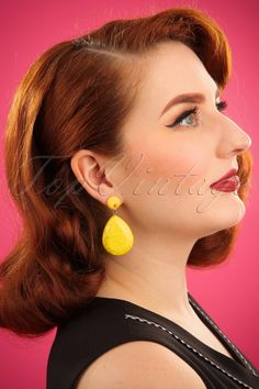 Add a pop of colour to your outfit with these awesome 60s The Big Drop Earrings in Yellow!These retro earrings will make for a colourful summer! Made of high quality synthetic material, finished off with a large teardrop-shaped pendant in deep yellow with a shiny marble effect. Making a statement was never easier! All you have to decide is which awesome colour you're going to choose? ;-)Synthetic materialSilver toned studs with pendantsBackstoppersNickel free