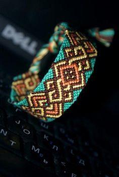 friendship-bracelets... I wonder how you do this