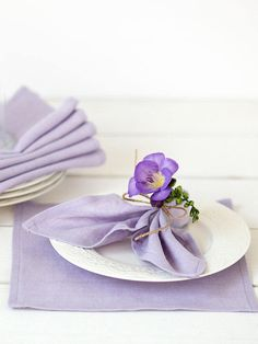 Lavender linen napkins set of 6 Purple napkin cloths #ultravioletweddingideas #springwedding #weddingtable