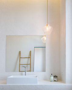 bertrand guillon architecture - architecte - marseille - MAISON GM - rénovation - intérieur - interiordesign - roucas - salle de bain blanche - margaux keller - mosaïque