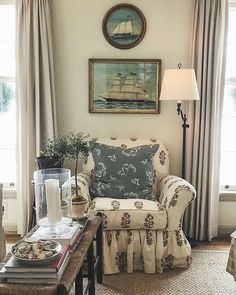 32 Gorgeous Comfy Chairs Design Ideas For Cozy Living Room Cozy Living Rooms, Living Spaces, Cottage Living, Cafe Chairs, Lounge Chairs, Room Chairs, Dining Chairs, Country Style Homes, Cottage Style
