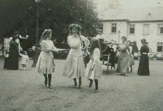 Marie, Olga and Anastasia in Germany visiting Hessian relatives